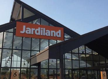 jardiland rebondit et fait voluer son concept. Black Bedroom Furniture Sets. Home Design Ideas