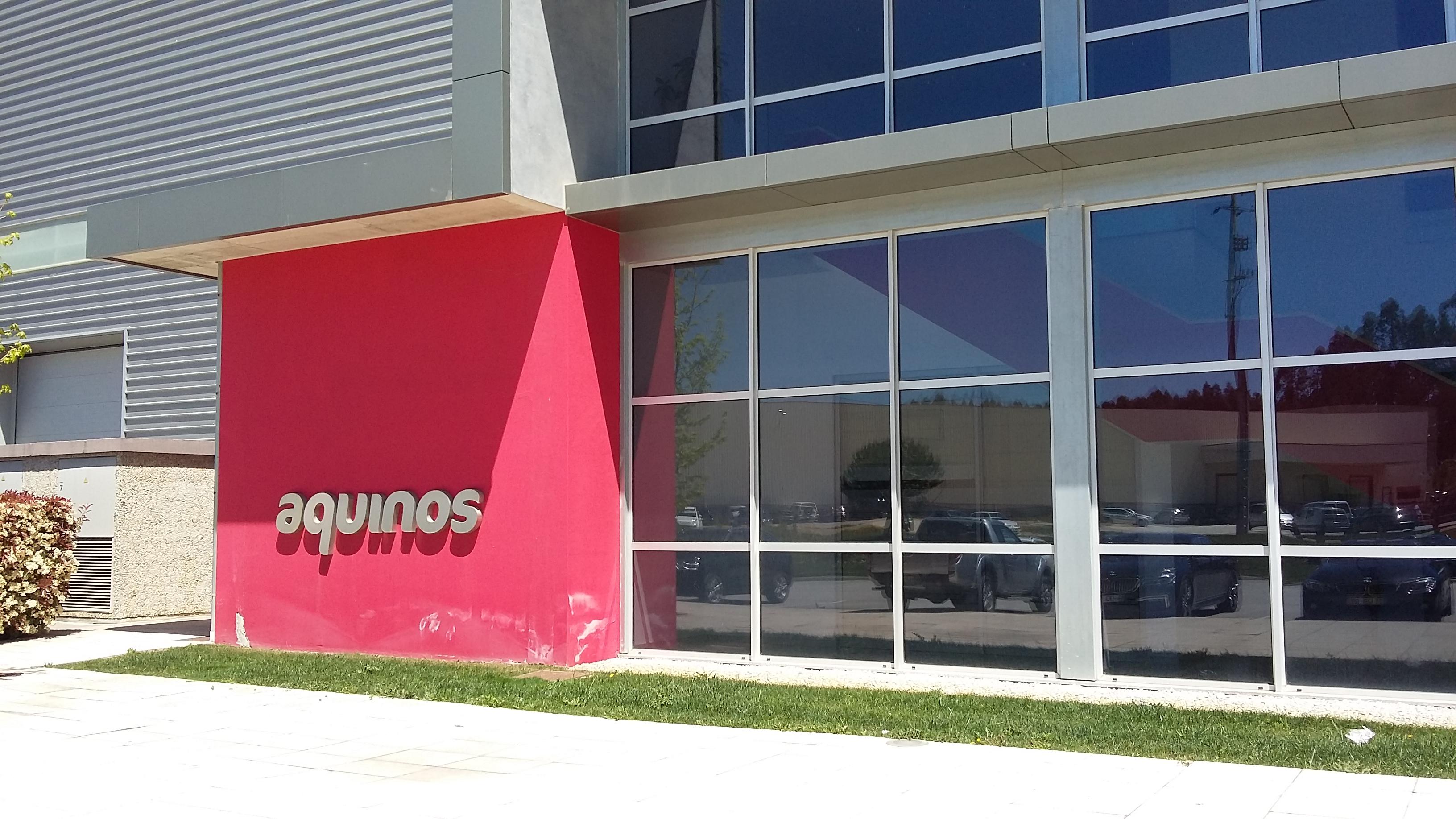 Aquinos possède 4 sites de productions situés à 130 kilomètres de Porto. Ici, l'entrée de l'unité principale, à Tábua