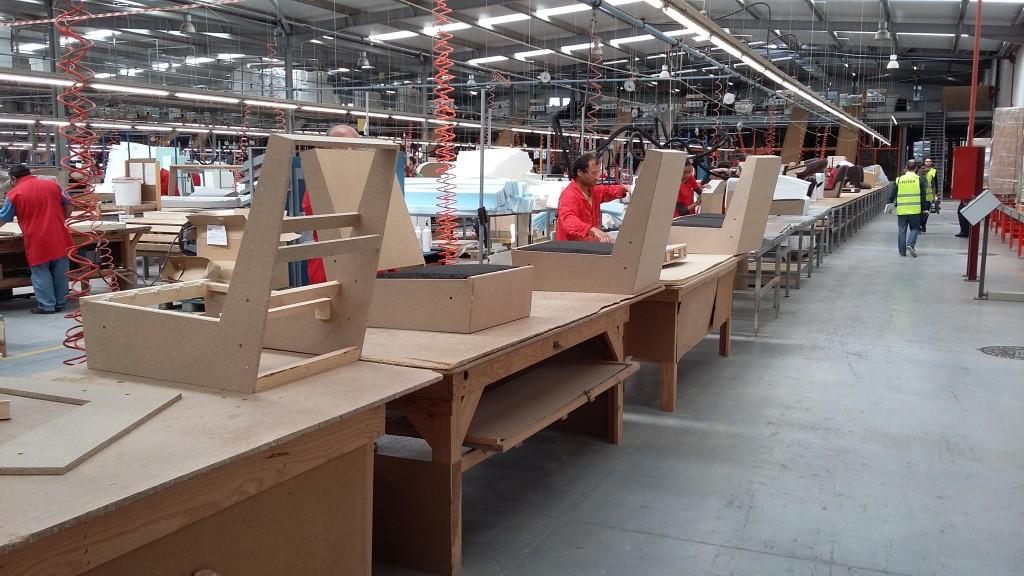 Aperçu d'une partie de la chaîne de production d'un siège rembourré.