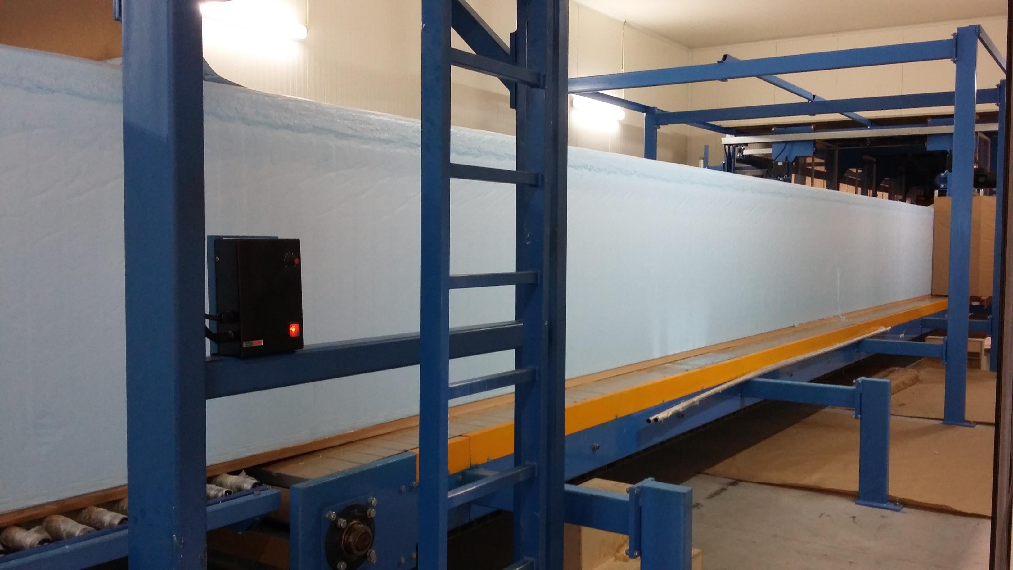 Aquinos intègre la fabrication / préparation des composants (ici, la mousserie) sur ses sites, qui contribue à l'optimisation de sa production