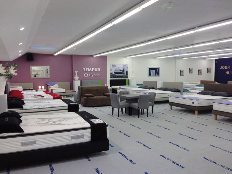 maison de la literie annonce de nouveaux magasins le courrier du meuble et de l habitat. Black Bedroom Furniture Sets. Home Design Ideas