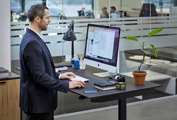 ergonomie au bureau des accessoires qui font toute la diff rence le courrier du meuble et de. Black Bedroom Furniture Sets. Home Design Ideas