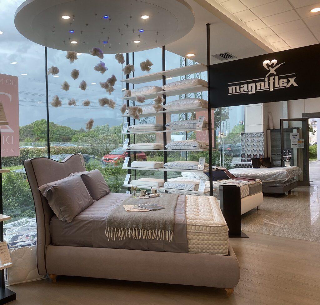 showroom Magniflex - le courrier du meuble et de lhabitat