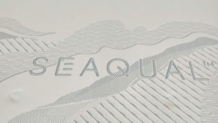 Textile SeaqualTM, issus de déchets plastiques maritimes.